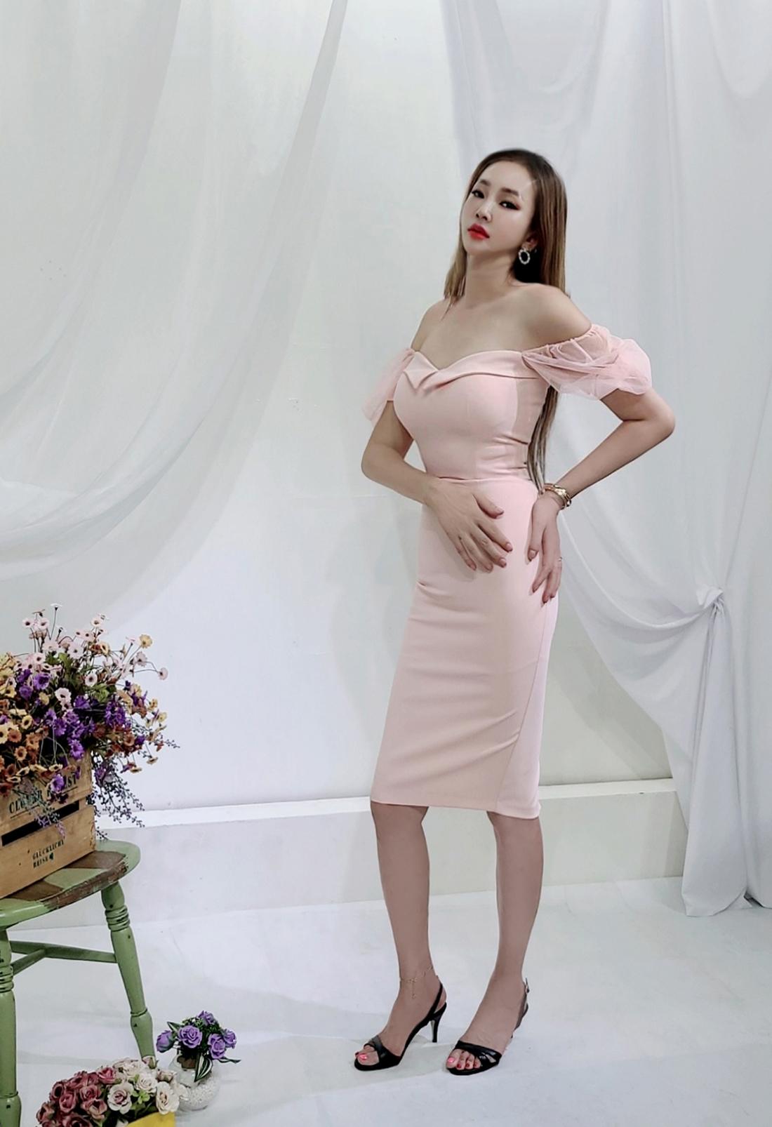 드레스 모델 착용 이미지-S1L16